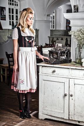 Dirndl-Leinen-Classics_Babushka-schwarz-rot2